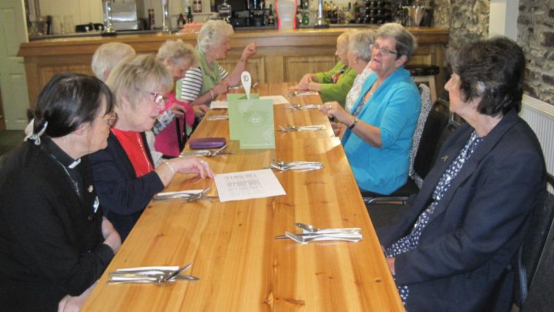 Cinio gyda'r Undeb y Mamau - dinner with the Mothers' Union